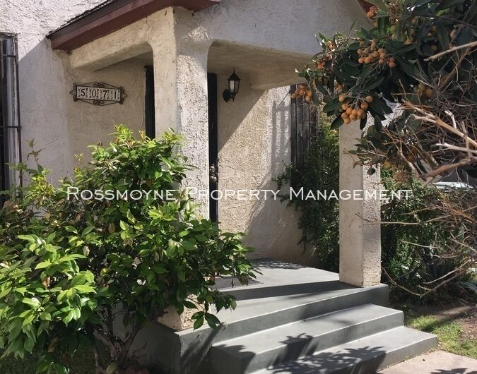 5071 Romaine St Entrance